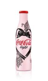Bouteille Coca-Cola Light par Chantal Thomass