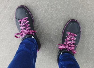 セリア 伸びる靴紐 色