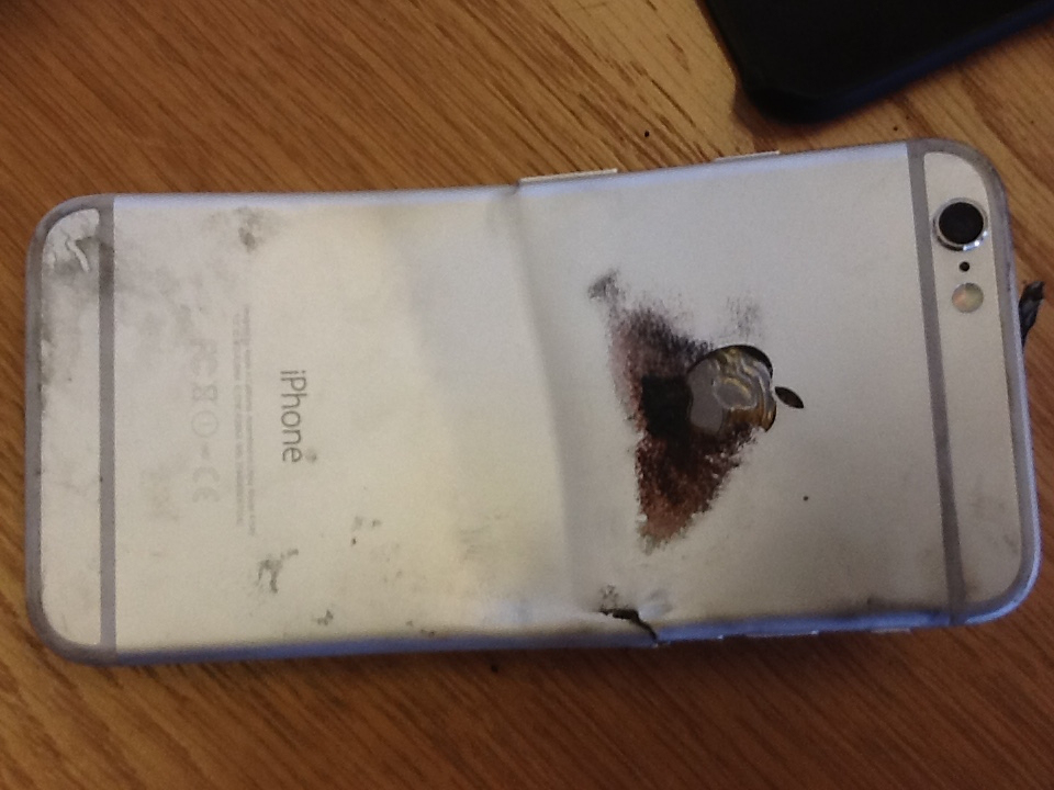 Photo of iPhone 6 entorta e pega fogo, queimadura de 2º grau
