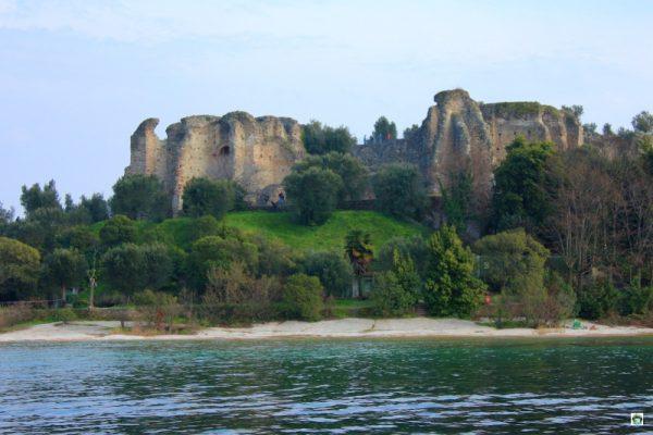 Cosa vedere a Sirmione le grotte di Catullo