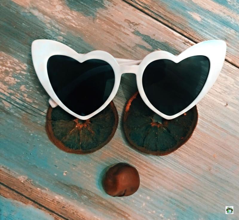 occhiali da sole in viaggio