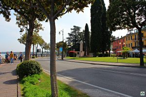 lungo lago Desenzano - Cocco on the road