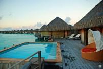 Bora Bora St Regis la piscina - Cocco on the road
