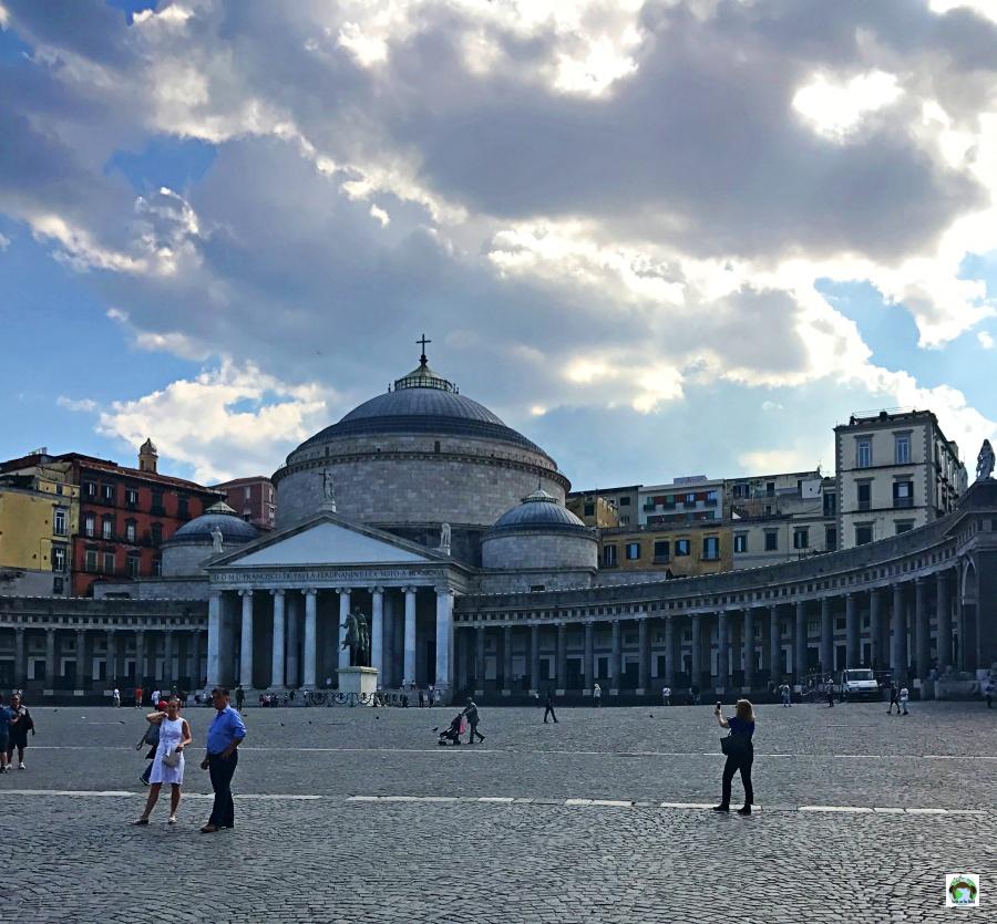 Piazza del Plebiscito da vedere a Napoli