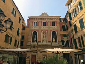 Palazzo Beato Jacopo da Varazze retro - Cocco on the road