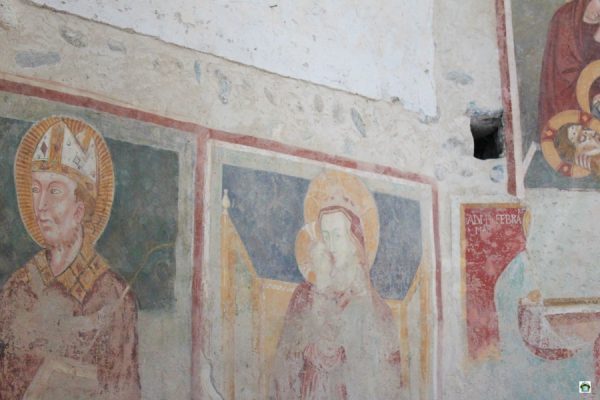 Affreschi all'interno del Battistero della Chiesa di Agliate