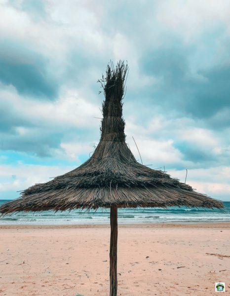Ksar es Sghir spiaggia ombrellone di paglia