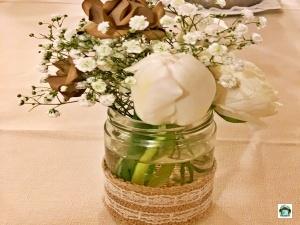 decorazione floreale sulla tavola