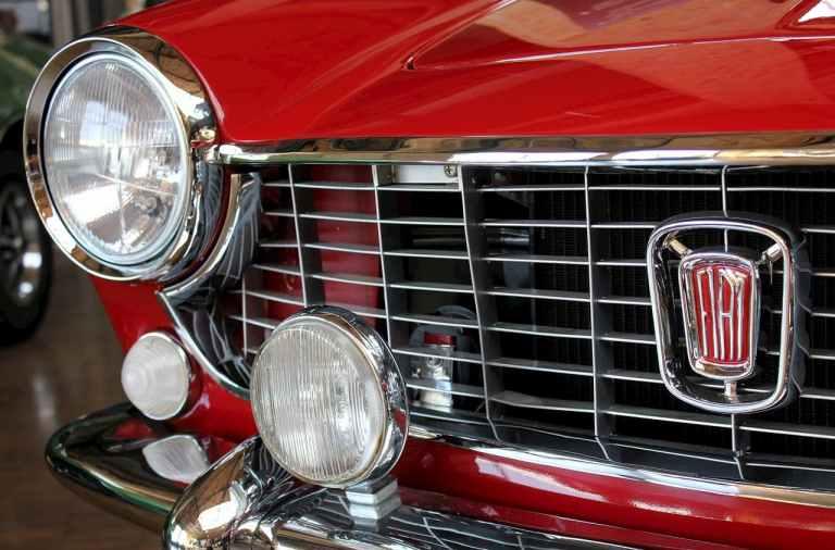 el morro de una vieja Fiat 600