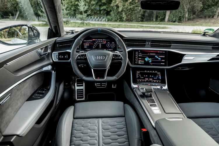 interior del Audi R7 Sportback