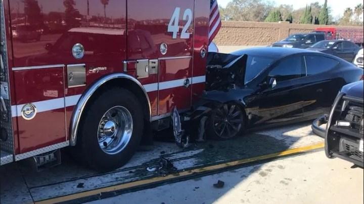 Tesla model S tiene un accidente con el piloto automático activo