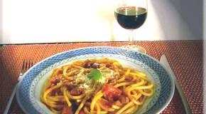 Bucatini con salsa picante