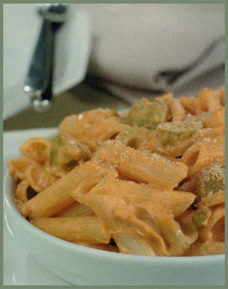 macarrones con salsa de queso crema y aceiyunas