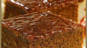 Brownies con salsa de frambuesas