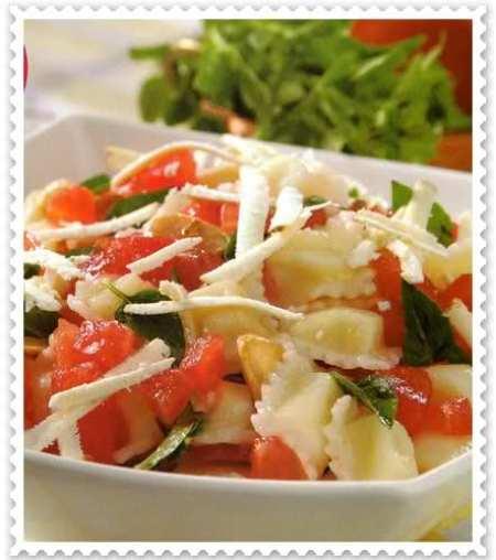 ravioles de ricota con salsa de tomate y ajo