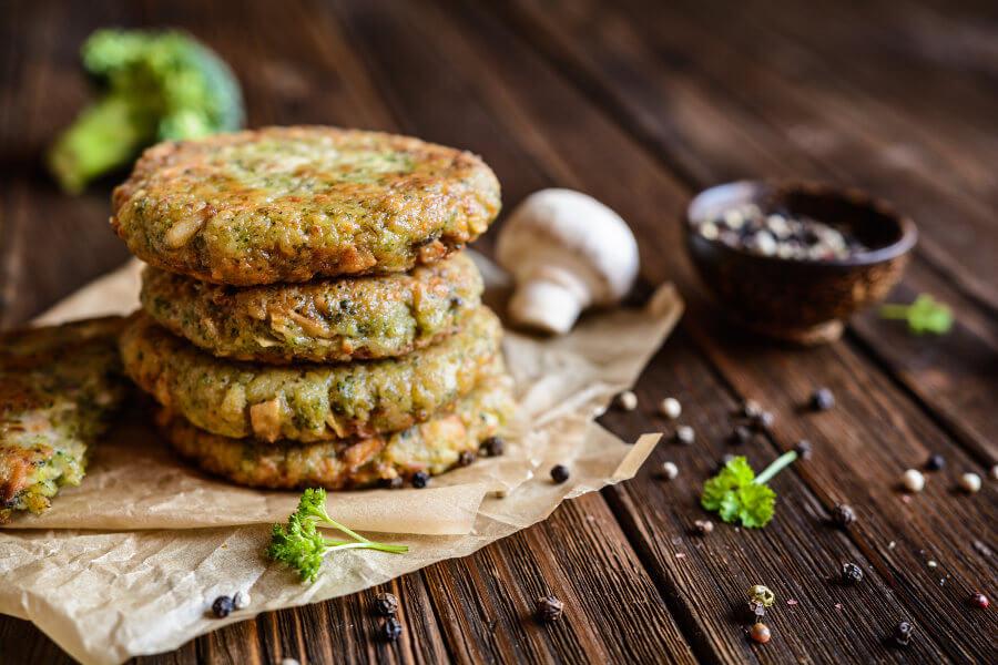 hamburguesas de brócoli coliflor y champiñones