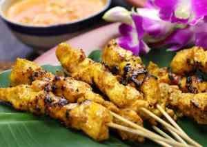 Satay de pollo con salsa de cacahuete [Receta tailandesa fácil]