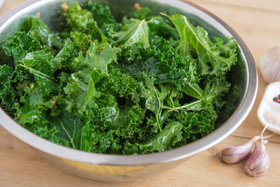 Kale o col rizada, verdura de hoja verde rica en dióxido de silicio