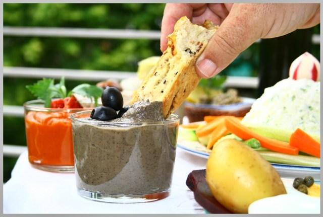 Hogaza de cebolla, bacon y aceitunas negras. Fougasse à l'oignon, lardons, olives noires