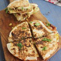 Quesadillas de chorizo criollo con aguacate y queso, receta paso a paso