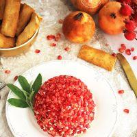 Bola de quesos y granada, un aperitivo de fiesta para untar