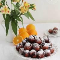 Buñuelos de naranja rellenos de chocolate