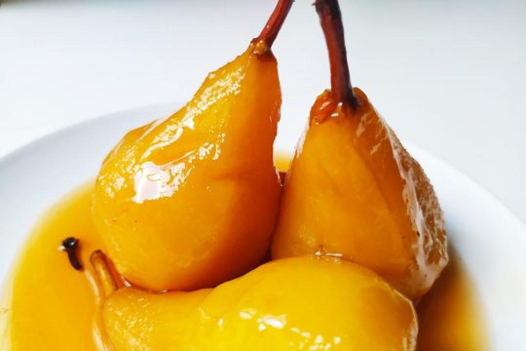 Peras en dulce con vino Manzanilla y jengibre
