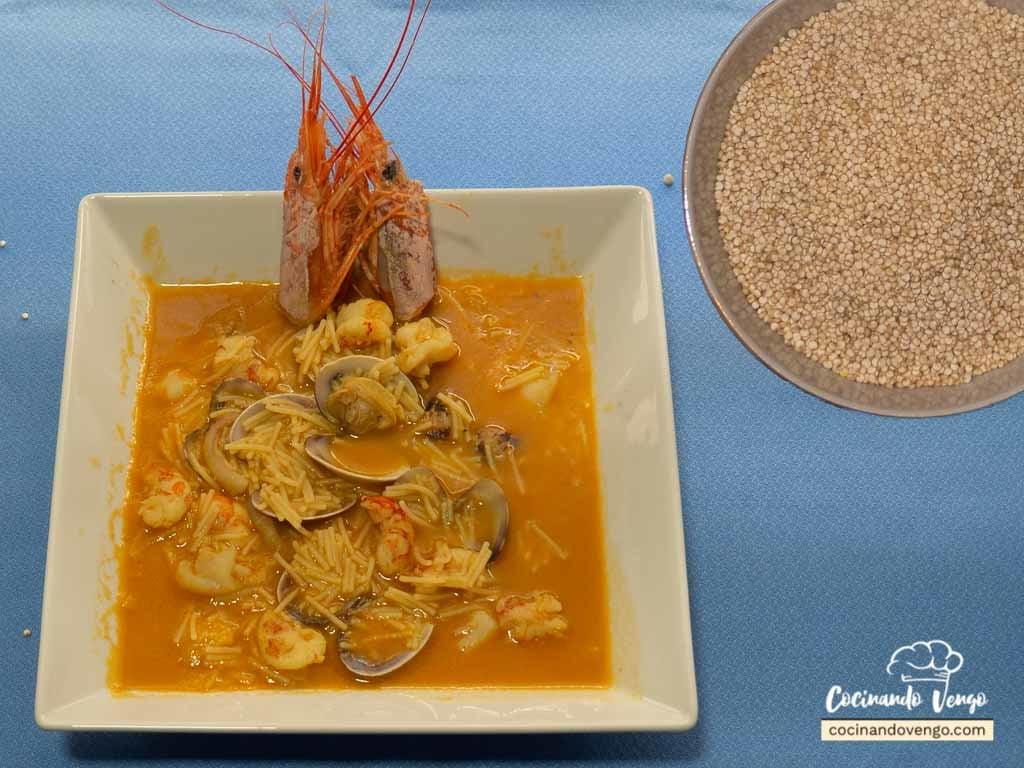 Sopa de quinoa con almejas y gambas