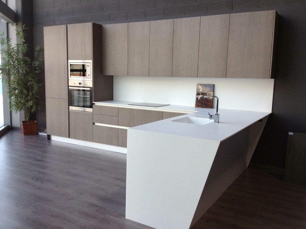 Cocinas en l armarios de color marrn oscuro en la cocina moderna with cocinas en l simple - Tpc cocinas sant boi ...