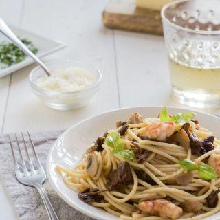 Espaguetis con setas y gambas