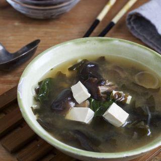 Algas marinas en nuestra dieta y receta de sopa miso