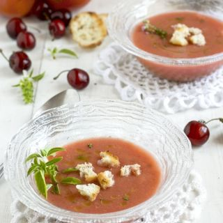 Gazpacho de cerezas con aceite a los dos aromas