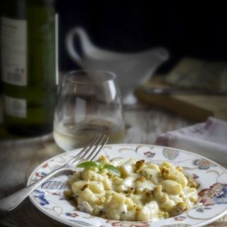 Gnocchi de patata con crema de queso azul y nueces