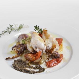 Calamares con patata confitada y emulsión de queso de cabra