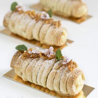 Rollitos de crema pastelera y almendras caramelizadas