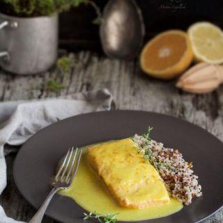 Salmón en salsa de cítricos y guarnición de quinoa