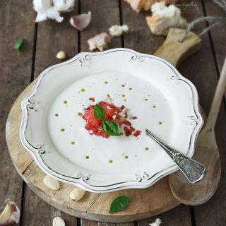 Ajoblanco malagueño con granizado de tomates cherry