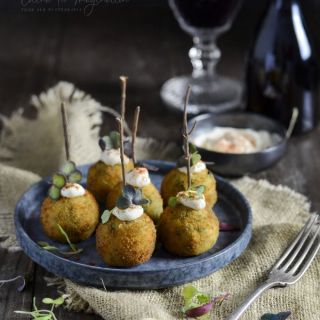 Croquetas de hummus con espinacas