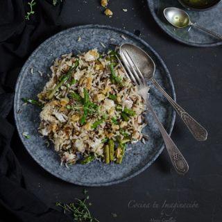 Ensalada de arroz tibia con espárragos y queso feta