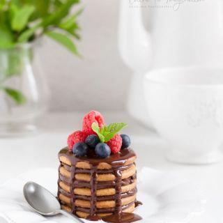 Mini tarta de galletas con chocolate y café