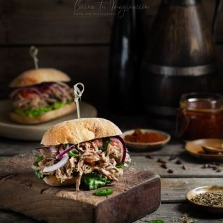 Pulled pork (carne de cerdo demisgada con especias)