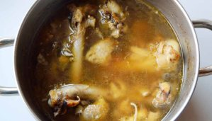 Que es y cómo hacer un fondo oscuro para guisos y salsas