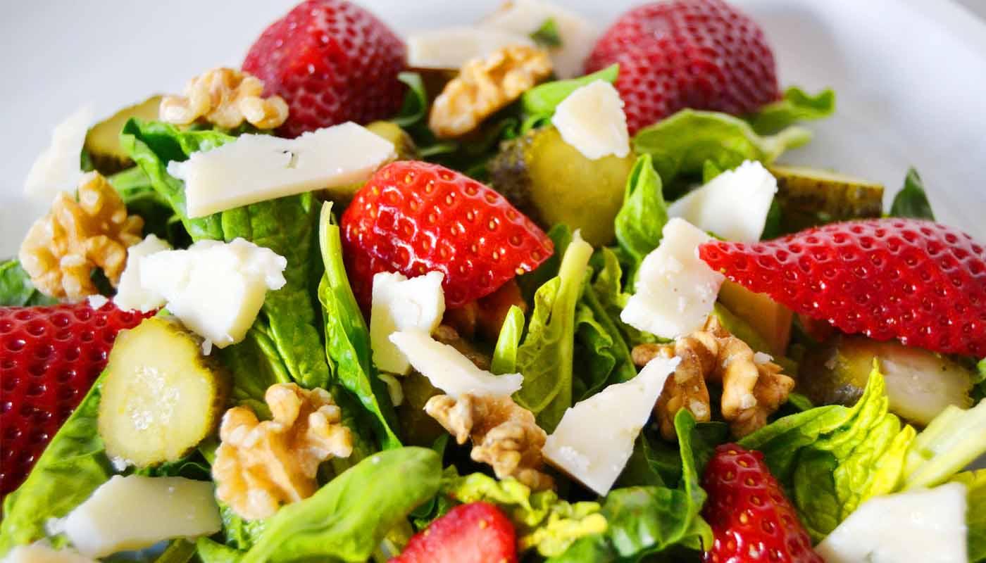 Receta de ensalada de fresas, espinacas y queso - recetas de ensaladas con frutas - recetas realfooding o real food