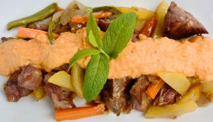 Receta de ternera guisada con salsa de pimientos - recetas de ternera - recetas de carnes - recetas realfooding o real food