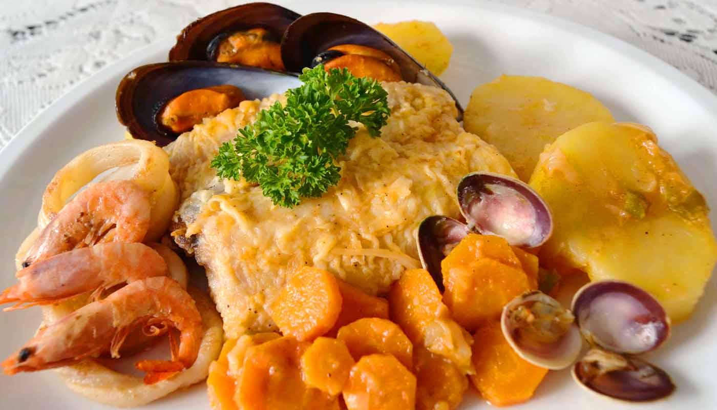 Receta de merluza guisada con marisco y patatas - recetas de pescados y mariscos - recetas de guisos marineros - recetas realfodding o real food