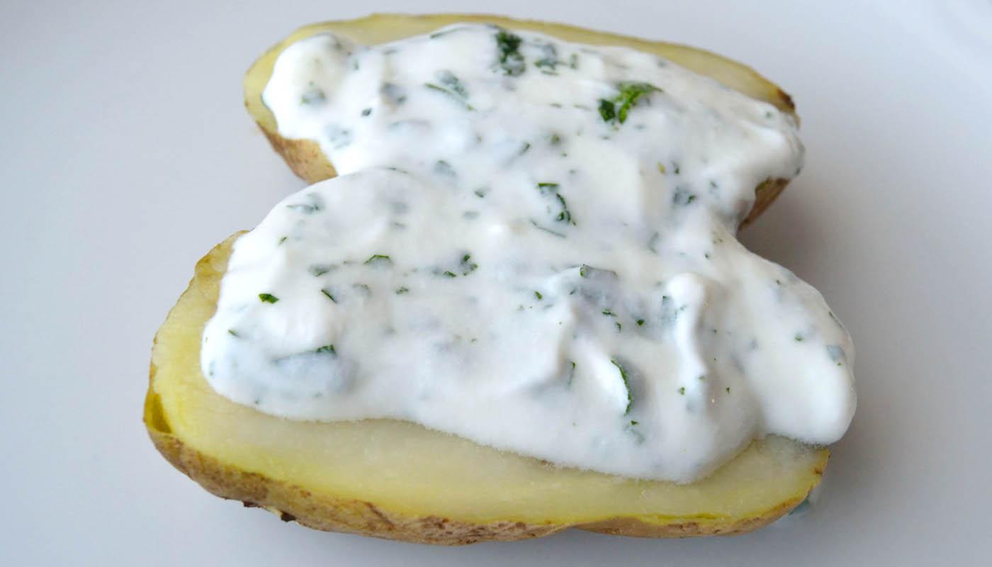 receta de patatas asadas con crema agria - recetas de patatas - recetas realfooding o real food