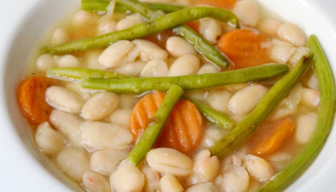 Receta de guiso de alubias con verduras - recetas con alubias o frijoles - recetas de legumbres - recetas de platos de cuchara - recetas realfooding o real food