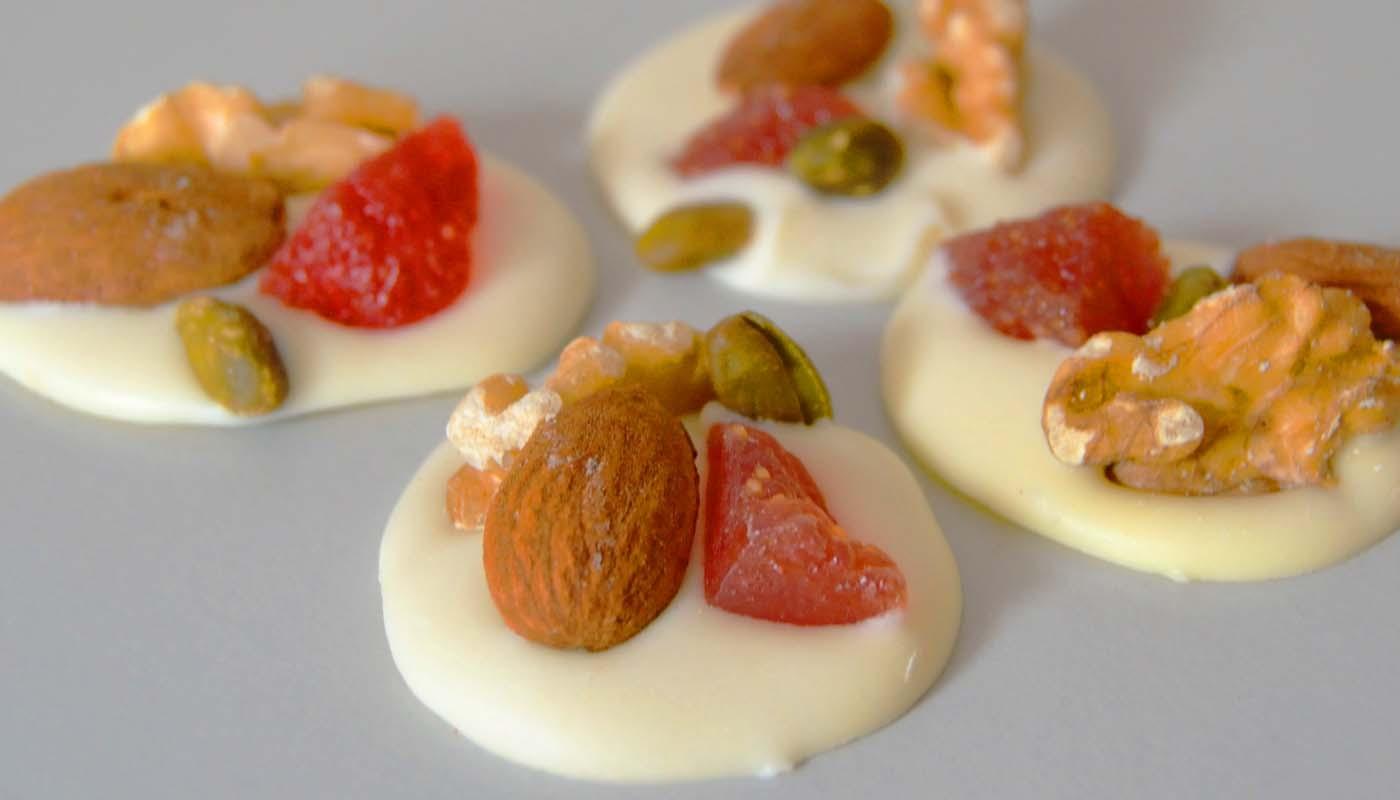 Receta de delicias de chocolate blanco con frutos secos - recetas de chocolate - recetas de dulces y postres - recetas realfooding o real food