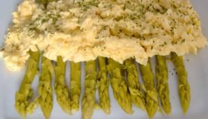 receta de huevos revueltos con espárragos - recetas de huevos revueltos - recetas realfooding o real food