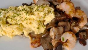 receta de huevos revueltos con setas y gambas - recetas con setas - recetas de huevos - recetas realfooding o real food